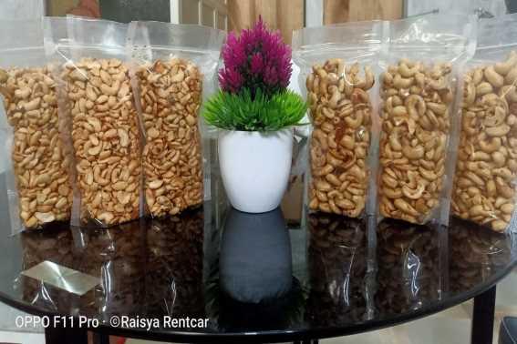 Kacang Mente Super Buton Sulawesi Tenggara dari Raisya Rentcar Sungai Danau